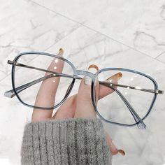 Clear Glasses Frames Women, Glasses Frames Trendy, Eyeglasses Frames For Women, Luxury Glasses, Glasses Trends, Fashion Eye Glasses, Wearing Glasses, Look Cool, Eyewear