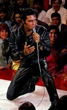 ☜(◕¨◕)☞   Elvis in black