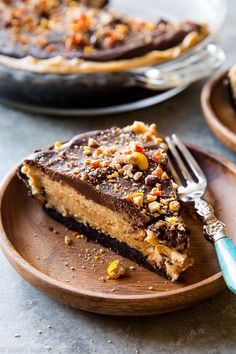 No bake peanut butter pie complete with Oreo crust, Reese's Pieces, rich and thick peanut butter filling, and smooth chocolate ganache! Recipe on sallysbakingaddiction.com