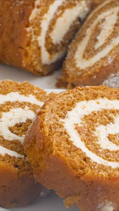 Pumpkin Cream Cheese Roll Pumpkin Roll – Delicious layers of fluffy pumpkin cake and sweet cream cheese filling swirled together to make the ultimate treat! Pumpkin Cream Cheese Roll, Cream Cheese Rolls, Cream Cheese Cakes, Pumpkin Cream Cheese Bread, Pumpkin Roll Cake, Pumpkin Recipes, Fall Recipes, Sweet Recipes, Cake Roll Recipes