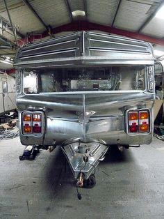 Caravan | Flickr - Photo Sharing! Airstream Travel Trailers, Camper Caravan, Vintage Campers Trailers, Vintage Caravans, Camper Trailers, Old Campers, Small Campers, Happy Campers, Vintage Campers For Sale