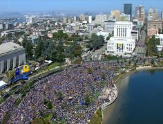 PHOTOS: #DubNation turns out 500,000 strong for the #WarriorsParade! http://abc7ne.ws/1GWDE8S Tag your pics #DubsOn7