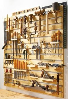 Craft Room Storage: Unique Solutions - Pallet Wall Unit for Tool Storage (image)