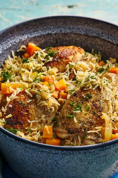 An easy, healthy one-pot chicken and rice recipe with just 561 calories per portion. It's perfect for midweek family meals. Slow Cooker Recipes, Cooking Recipes, Healthy Recipes, Vegetarian Recipes, Healthy Food, Pizza Recipes, Potato Recipes, Meat Recipes, Cooking Tips