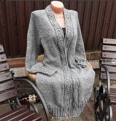 Knitwear Fashion: A beautiful coat on a circular knitting Baby Knitting Patterns, Knitting Designs, Crochet Patterns, Tricot D'art, Knit Cardigan Pattern, Knitted Coat, Knitwear Fashion, Cool Sweaters, Sweater Coats