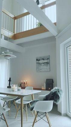 Blick durch die Galerie - Foto von Mitglied Des #solebich #interior #diningroom #eamesarmchair #decor #candles #candleholder #fur #einrichtung #inneneinrichtung #deko #esszimmer #kerzen #lammfell