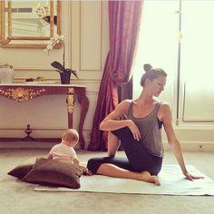 gisele-bundchen-mom-yoga