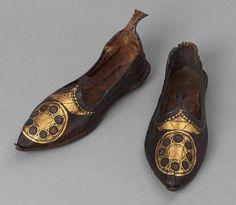 Zapatos de cuero con dorados y bordados. Egipto ca. 300-500 dC.