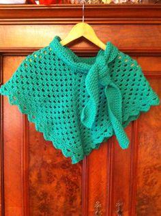 Wat warmere poncho met kol en sjaal eraan