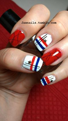 Simple 4th of July nails.