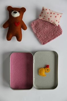 ✩ Check out this list of creative present ideas for people who are into photograhpy Craft Kits For Kids, Diy Gifts For Kids, Easy Crafts For Kids, Art For Kids, Matchbox Crafts, Puppets For Kids, Doll House Crafts, Tin House, Tin Art