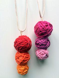 Halsband av mini-garnnystan av Borgmästaren på Mitt hem är min borg Second Hand, Crochet Necklace, Pendant Necklace, Mini, Jewelry, Threading, Jewlery, Crochet Collar, Bijoux
