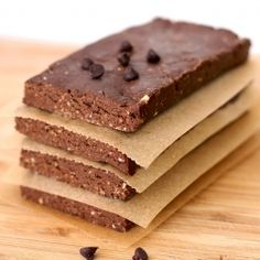 No-bake Peanut Butter Brownie Protein Bars - low calorie, sugar free and 22g of protein! #foodgawker http://AFitBeachBody.com