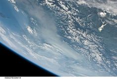 View on Lake Constance (top right) across the Alps to the Mediterranean via DLR_next (@DLR_next) Blick vom #Bodensee bis zum Mittelmeer. Bild: NASA pic.twitter.com/0tudFwKXIG