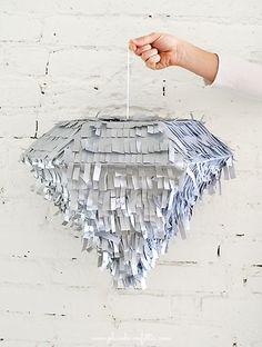 Piñata con forma de diamante - http://xn--manualidadesparacumpleaos-voc.com/pinata-con-forma-de-diamante/