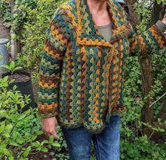 Lindevrouwsweb: Granny Square Vest haken Gilet Crochet, Crochet Jumper, Crochet Granny, Granny Square Sweater, Hippie Crochet, Lang Yarns, Baby Vest, Crochet Clothes, Log Cabins