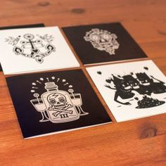 Design Postkarten `Tattoo` bieten einen neuen Blick auf die Tattoo Motive der 50er Jahre.Schwarz-weiß. Modern. Einzigartig.Im Set: 4 Faltkarten mit UmschlagGröße: 148 x 148 mmIllustrator: Yury Ustsinau