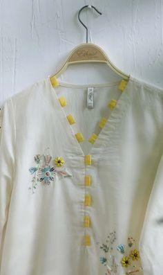 Salwar Neck Designs, Neck Designs For Suits, Kurta Neck Design, Neckline Designs, Sleeves Designs For Dresses, Dress Neck Designs, Simple Kurti Designs, New Kurti Designs, Kurta Designs Women
