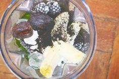 Schon mal Brombeeren und Spinat in den Mixer geworfen? Probiert es mal aus!