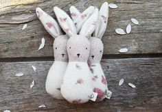 lapin-hochet / bunny-rattle, by Ouistitine