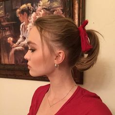 Lily Rose Melody Depp, Lily Rose Depp Style, Lily Depp, School Looks, Protective Hairstyles, Lys Rose, Peinado Updo, Vanessa Paradis, Winter Hairstyles