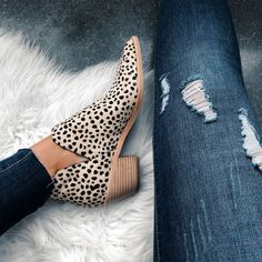 Blogger Sarah Lindner of The house of sequins wearing leopard Dolce Vita Sonni booties. Fall Leopard shoe round-up