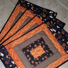 Handmade Quilted Double sided for Fall and Halloween Patchwork Place Mats the perfect touch for the seasonal holidays Halloween Placemats, Halloween Table Runners, Halloween Quilts, Halloween Sewing Projects, Quilt Square Patterns, Mug Rug Patterns, Placemat Patterns, Table Runner And Placemats, Quilted Table Runners