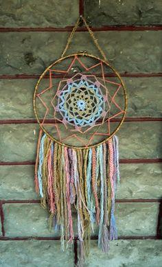 Crocheted dreamcatcher with hemp.