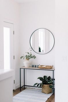 front entry styling love this interior design! It's a great idea for home decor. Home design. Decoration Hall, Decoration Entree, Entryway Decor, Modern Entryway, Entryway Ideas, Entryway Lighting, Hall Way Decor, Hall Table Decor, Front Entry Decor