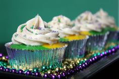 Mardi Gras cupcakes...these are definitely being made! i am cajun after all. only thing better during Mardi Gras is the parades and King's Cake! gosh i miss it!