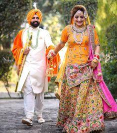 51 Wedding Couple Portraits to Bookmark Right Away! Indian Wedding Pictures, Indian Wedding Poses, Indian Wedding Couple Photography, Sikh Wedding, Bridal Pictures, Indian Weddings, Farm Wedding, Boho Wedding, Wedding Reception