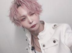 "luz(ルス) on Instagram: ""XYZ仙台お疲れ様でした 今日は気分で前髪上げてみたよん 気付いたら全部の写真ウィンクだった #XYZ #luz #めいちゃん #天月 #センラ #SILVANA"""