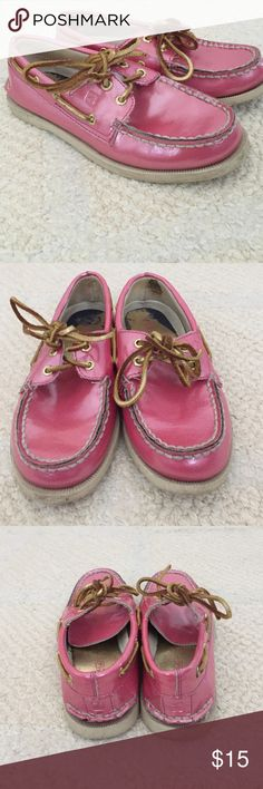 Sale Girls Sperry Top-Sider Gently used condition. Outside of shoe is in excellent condition. Marks from wear on inside of shoe. Sperry Top-Sider Shoes