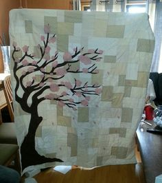 really like abstract cherry blossom pattern (with a tight swirly wind quilting pattern). this design isn't too bad (color palette is decent), but it's a bit too blocky, and the trunk is weird. Cute Quilts, Scrappy Quilts, Baby Quilts, Cherry Blossom Wedding, Cherry Blossoms, Book Quilt, Quilt Art, Quilting Projects, Sewing Projects
