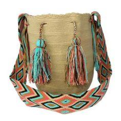bolso mochila wayuu wayuuart grande unicolor ref 08a0cl5 - c Crocheted Bags, Tapestry Crochet, Lana, Grande, Tassel Necklace, Tassels, Jewelry, Tote Bags, Craft Bags