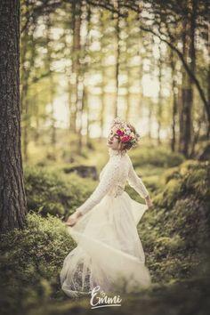 By Emmi, portrait, Suomi, finnish, white dress, valkoinen mekko, kukkaseppele, kesä, summer, metsä, forest