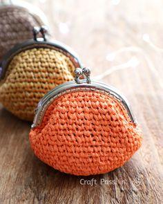 Crochet Purses Ideas crochet coin purse - Get free crochet pattern to make a beautiful kisslock coin purse. The crochet pattern comes in written instruction and photos. Purse Patterns Free, Coin Purse Pattern, Crochet Purse Patterns, Tote Pattern, Crochet Change Purse, Crochet Coin Purse, Crochet Purses, Crochet Shell Stitch, Crochet Yarn