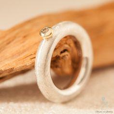 Ring aus 925er Silber mit cognac-farbenem Brillant in Goldfassung  Hier geht's zum Ring: https://www.goldschmiede-von-gruenberg.com/zweifarbige-ringe/27-ring-mit-cognac-farbenem-brillant-in-gelbgoldfassung.html