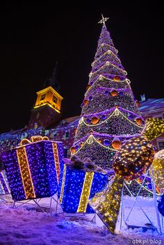 Christmas tree in Warsaw, Poland Best Christmas Lights #Tumblr bestchristmaslights.tumblr.com