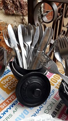 Cutlery in Three Legged Potjie South African Decor, South African Braai, African Theme, South African Weddings, South African Recipes, Wedding Venue Decorations, Table Decorations, African Christmas, Kos