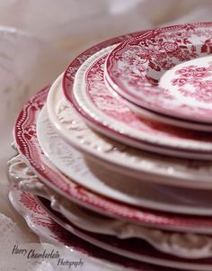 Red Transferware is indeed a favorite. ~ Mary Walds Place - Red transferware, my favorite. Vintage Plates, Vintage Dishes, Vintage China, Red And Pink, Red And White, Shabby Chic, Red Cottage, Dinner Sets, China Patterns