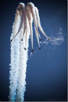 Downward bomb burst, US Navy Blue Angels