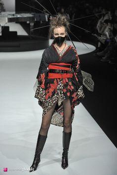 Hair and beauty japan Fashion weeks, copenhage… Tokyo Fashion, India Fashion, China Fashion, Kimono Fashion, Fashion Art, Runway Fashion, Fashion Show, Fashion Outfits, Fashion Design