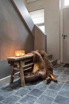 Entryway: entrance hall ideas new bijzettafels sfeermaker traphal dream house ideas - inspirational entrance hall House Entrance, Entrance Hall, Patio Dog Door, Interior And Exterior, Interior Design, Hallway Furniture, Easy Wood Projects, Up House, Home And Living