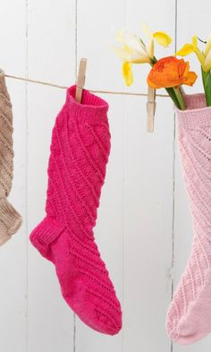 Spiraalineulesukat | Meillä kotona Crochet Socks, Knitting Socks, Knit Crochet, Knitting Ideas, One Color, Colour, Fingerless Gloves, Arm Warmers, Christmas Stockings