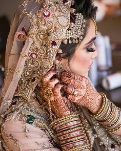 such a beautiful bride! Bride Photography, Indian Wedding Photography, Desi Wedding, Wedding Wear, Desi Bride, Elegant Wedding, Moda Indiana, Pakistan Wedding, Bridal Photoshoot