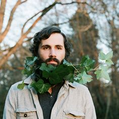 Fotografía de: Ashley Thalman #Flores  Crown facial flowers / Beard #flowers. #barbas y #flores