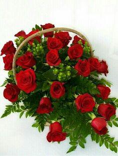 Rose Basket, Flower Baskets, Pretty Flowers, Floral Arrangements, Christmas Wreaths, Floral Design, Floral Wreath, Valentines, Holiday Decor
