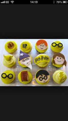 Harry potter Harry Potter Cupcakes, Cookies, Desserts, Food, Crack Crackers, Tailgate Desserts, Deserts, Biscuits, Essen