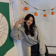 Pump It Up, Lil Pump, South Korean Girls, Korean Girl Groups, Singing In The Rain, Famous Girls, Olivia Hye, I Love Girls, Girls Generation